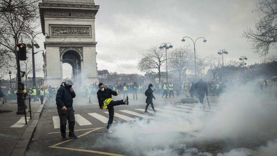 """Протестът на """"жълтите жилетки"""""""
