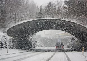 Обилни снеговалежи и силен вятър в Германия