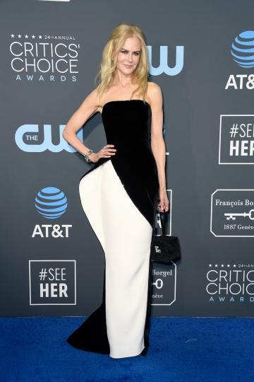 <p>За наградите &bdquo;Изборът на критиците&ldquo; Никол Кидман се появи&nbsp;в рокля на Armani Prive.</p>