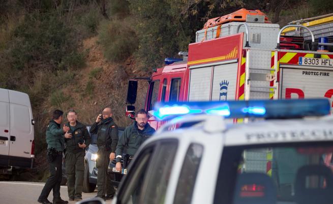 Дете падна в 100-метрова шахта, копаят тунел да го открият
