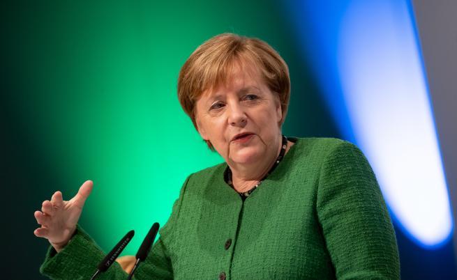 Меркел се чувства отговорна: Брекзит със сделка
