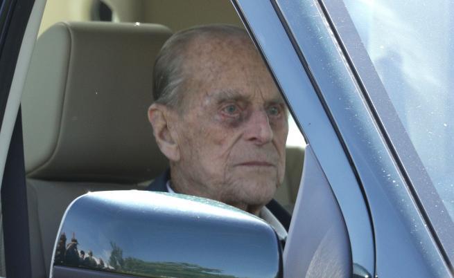 Принц Филип в нарушение два дни след катастрофата