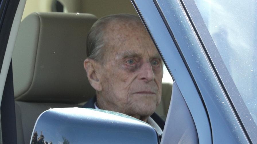 <p><strong>Принц Филип върна</strong> шофьорската си книжка</p>