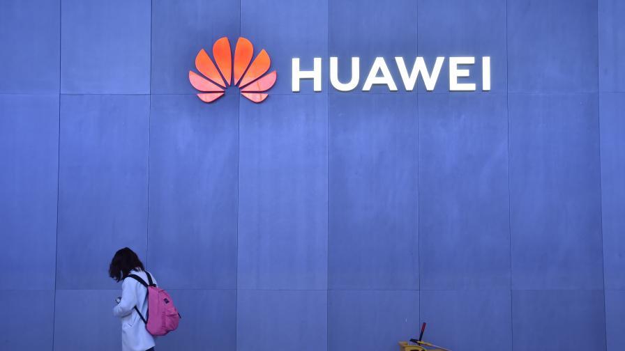 Google обясни защо не може да работи с Huawei