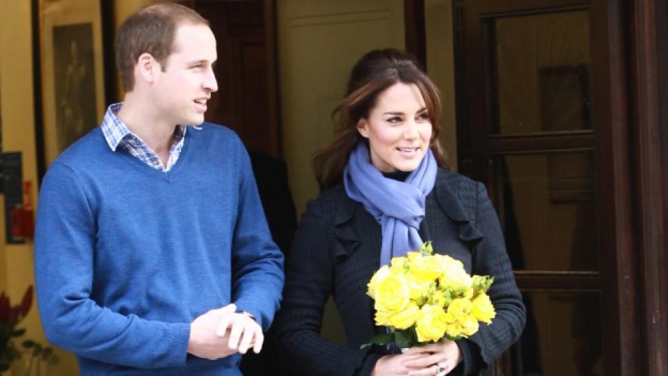 """Принц Уилям посрещна съпругата си при излизането ѝ от болница  """"Крал Едуард VII"""" в Лондон"""