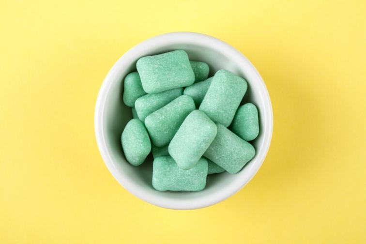 Дъвчете ментова дъвка, когато усетите глад. Проучване доказва, че хората, които редовно дъвчат именно такива дъвки, имат нужда от по-малко калории.