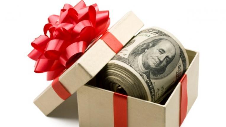 пари подарък кутия долари