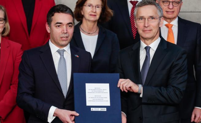 НАТО подписа протокола за присъединяване със Скопие