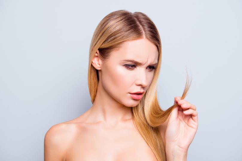 <p><strong>Увредена коса</strong><strong>: на всеки три дни</strong></p>  <p>Поради боядисване, стилизиране и още видове третиране косата може да стане суха, груба и без блясък. Затова използвайте шампоан, който не само премахва три основни вредителя: продукти, тежка вода и замърсяване, но и подхранва.</p>