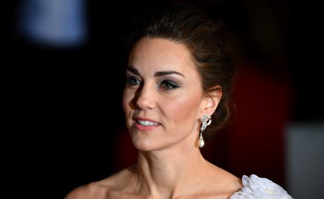 Херцогинята в бяло - Кейт обра точките на събитие в Лондон