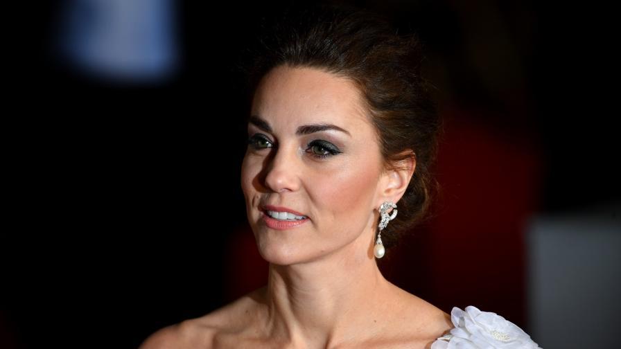 <p>Херцогинята в бяло - <strong>Кейт обра точките</strong> на награди в Лондон</p>