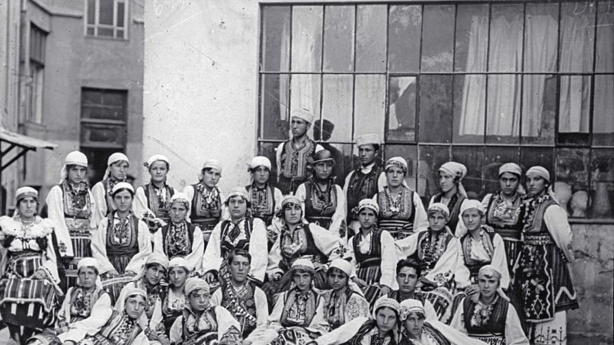 Традиционни български носии