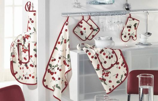 <p><strong>Нови аксесоари, покривки и калъфки за столовете</strong></p>  <p>Чарът на стаята е в текстила. Сложете нови завески, подменете поскъсаните възглавнички по столовете и кухненския ъгъл и кухнята ви ще &bdquo;светне&ldquo;, без да има нужда инвестирате състояние.</p>  <p>И подменете съдовете &ndash; нищо не радва една домакиня толкова, колкото нова тенджера и нови чинии.</p>