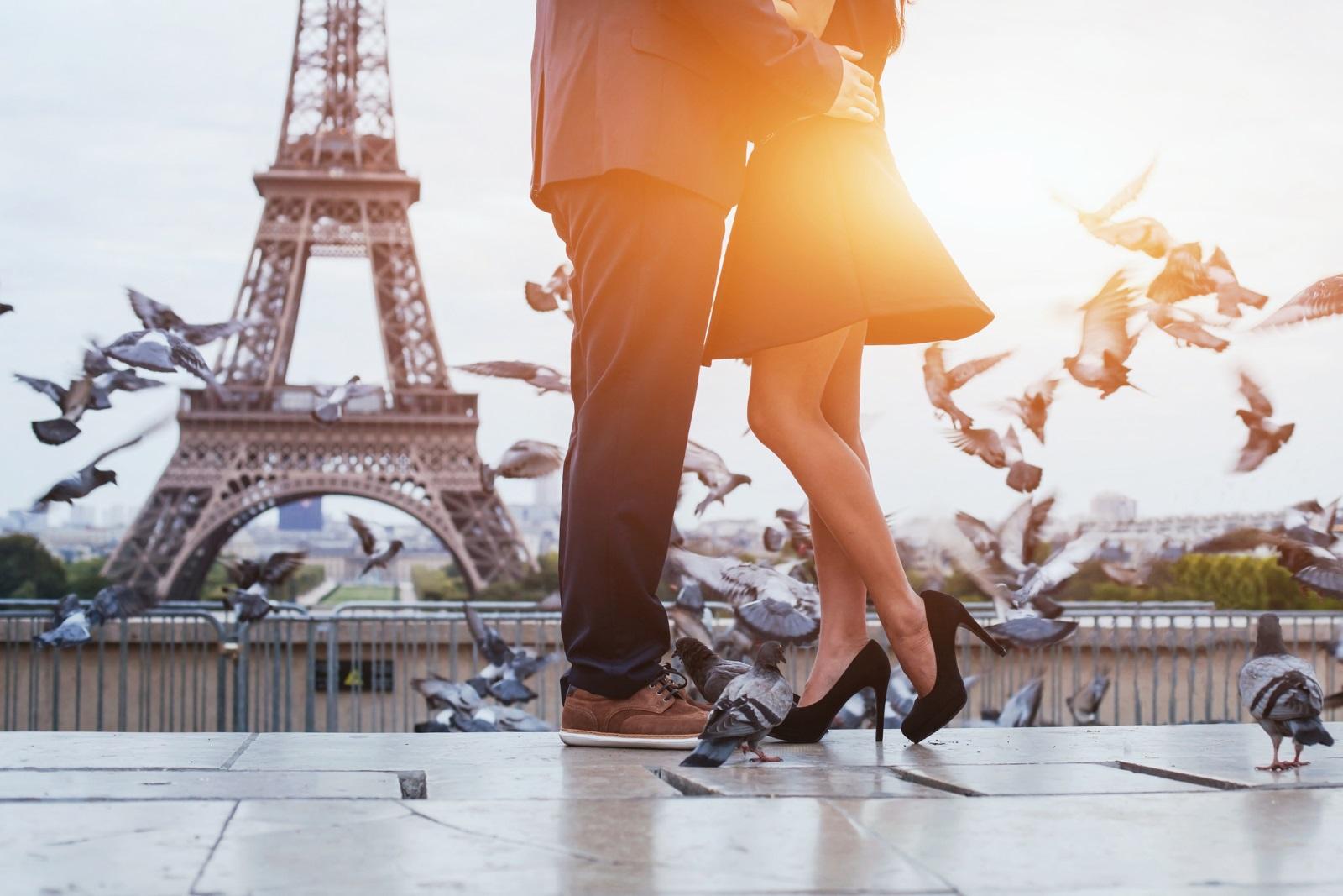 """Във Франция влюбените обичат да кичат дърветата с любовни картички, а много двойки засаждат собствено """"любовно дърво"""", което ще расте и цъфти, както тяхната любов."""