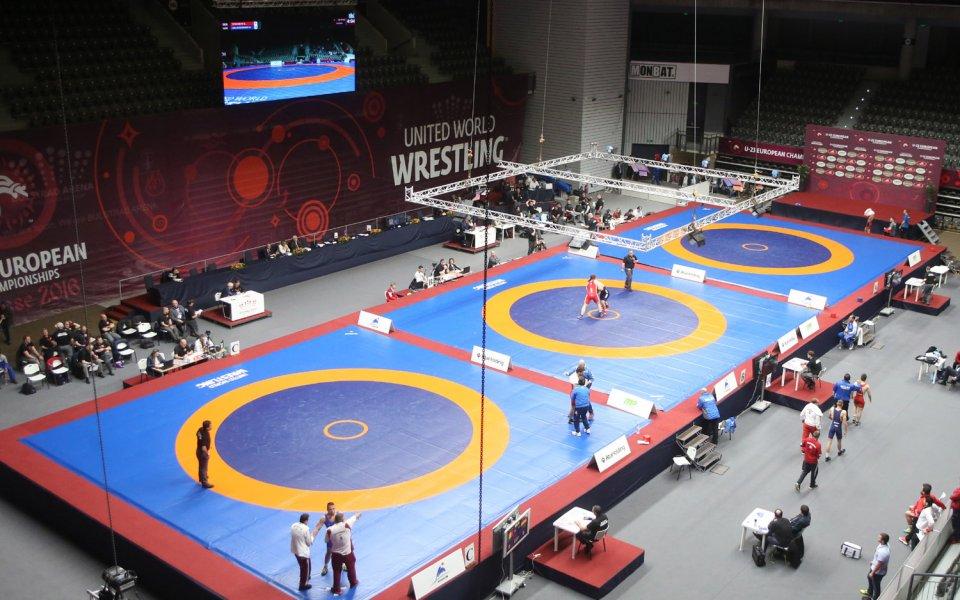 Николай Маринов на победа от медал в категория до 56 кг