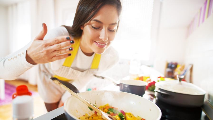 <p>Продължителното готвене <strong>замърсява въздуха в кухнята</strong></p>