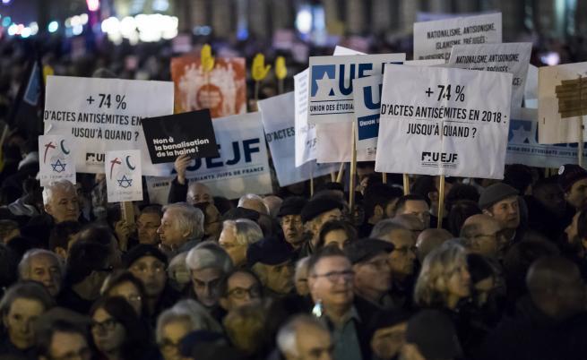 Хиляди - граждани и политици - на протест срещу антисемитизма във Франция