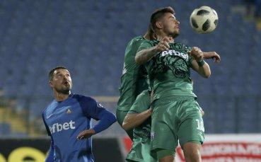 Левски вкуси победа преди дербито, но Божинов пострада