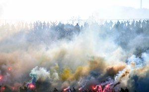 Левски с обръщение към феновете заради притеснение от тежко наказание от УЕФА