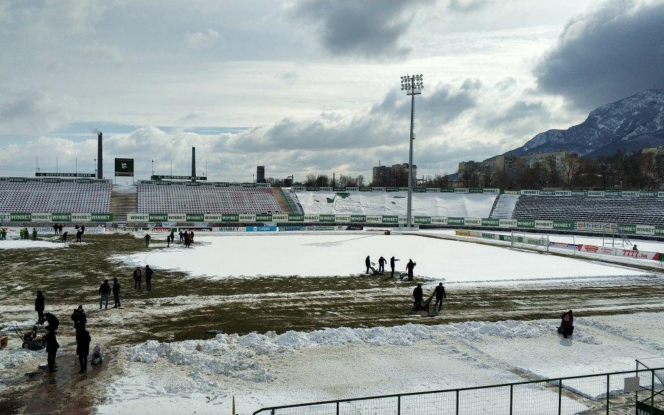 Въпреки снега: Мач във Враца ще има, но с по-късен час