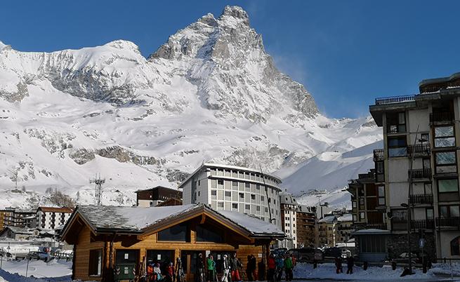 Гледка от Червиния към връх Червино, италианското наименование на Матерхорн.
