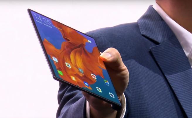 Huawei отговаря на Samsung със своя сгъваем смартфон
