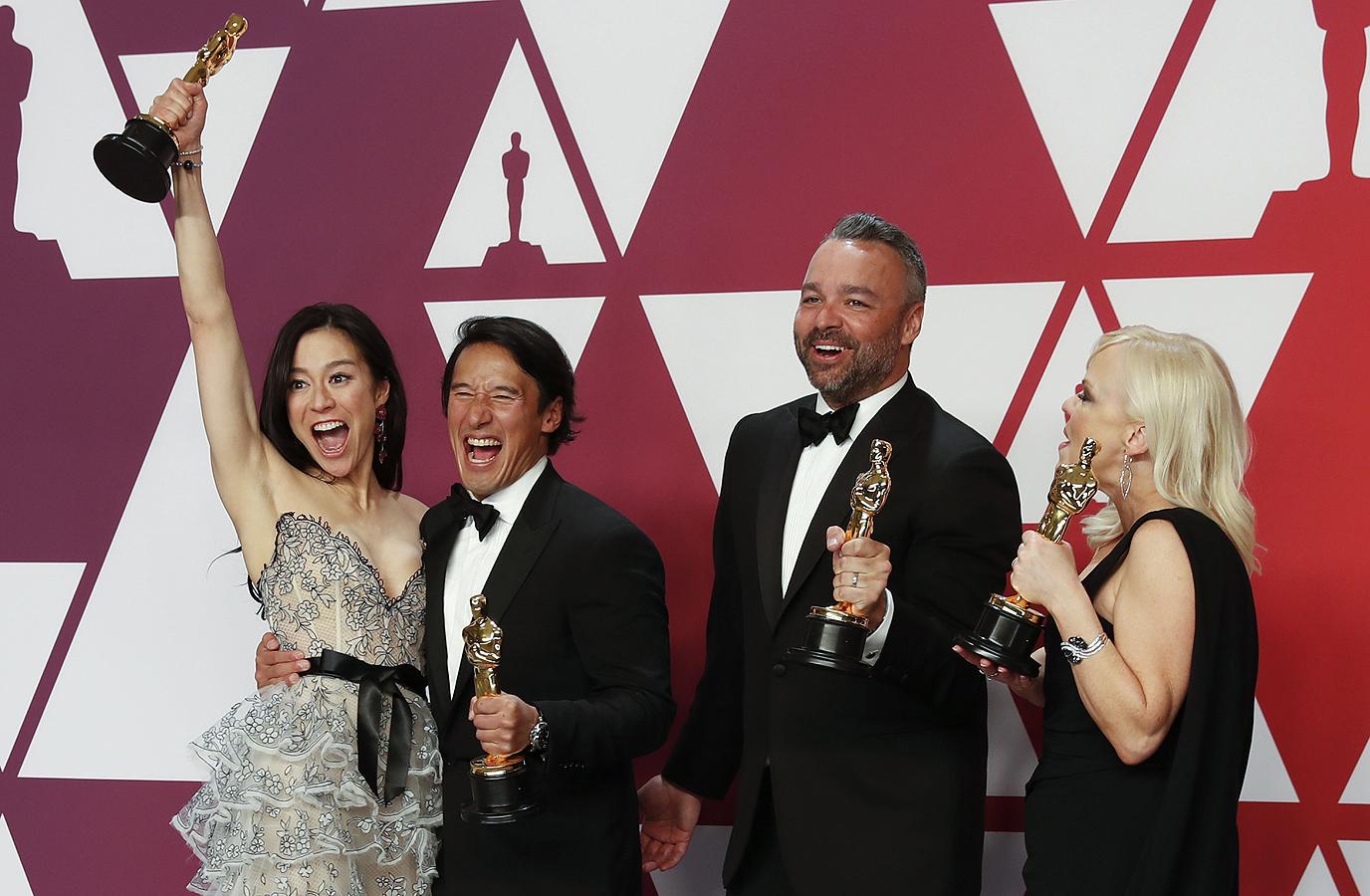 """За най-добър документален филм, наградата взима филмът Free Solo на """"Нешънъл Джиографик"""", за това как през 2015 г. Томи Колдуел и Кевин Йоргесон изкачват с голи ръце Стена на зората на Ел Капитан в националния парк """"Йосемити""""."""
