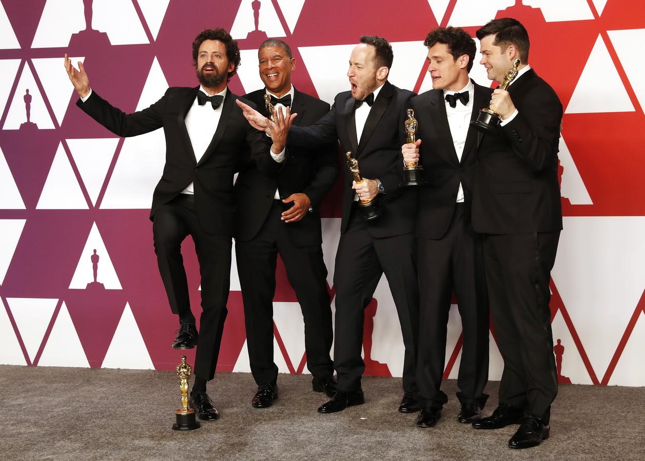 """Екипът на """"Спайдър-мен: В спайди-вселената"""" взе """"Оскъра"""" за най-добър анимационен филм. Това бе първата награда за Лорд, Милър, Персичети, Рамзи и Ротмън."""