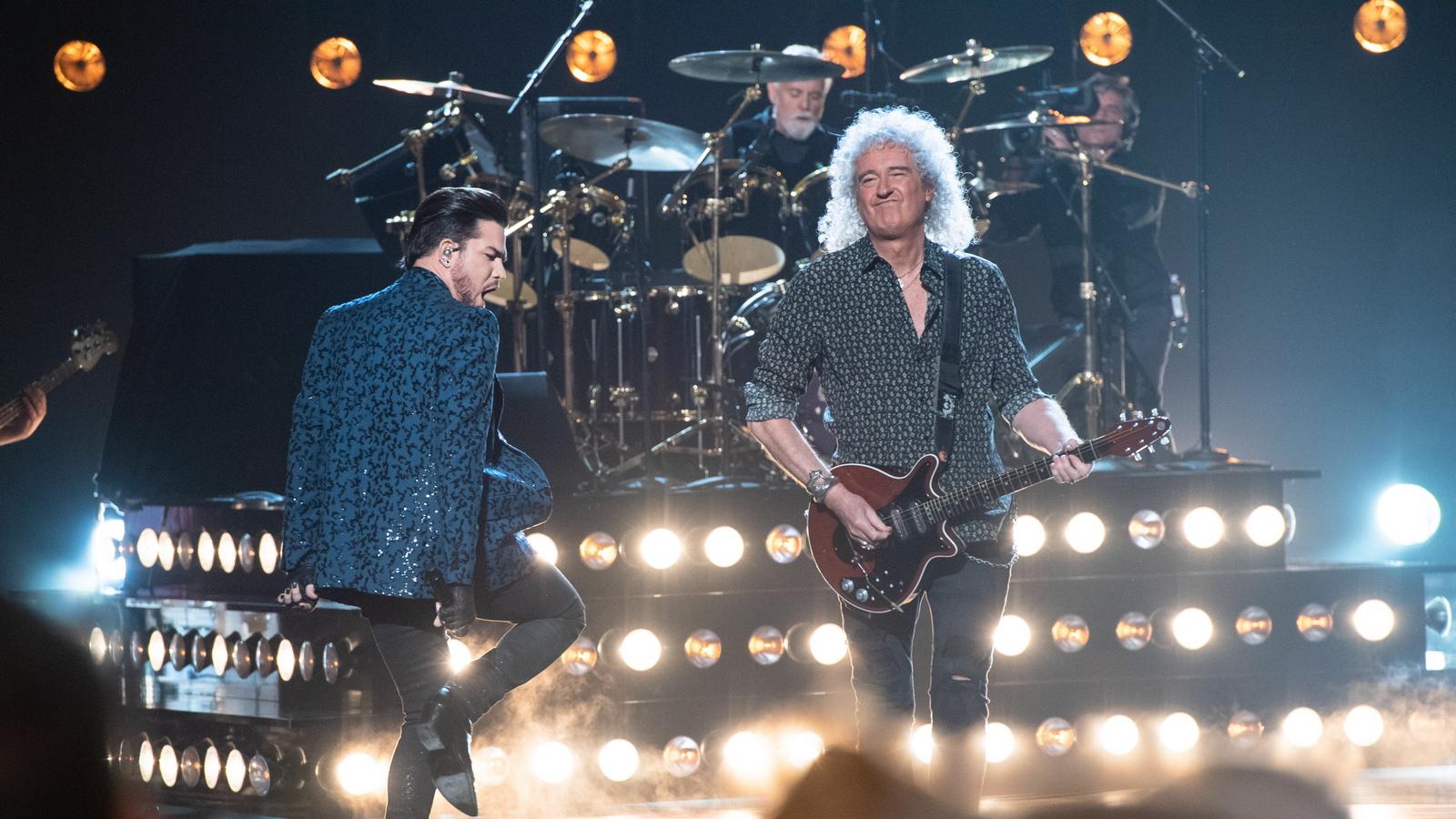 """Брайън Мей от """"Куин"""" и вокалистът Адам Ламбърт свириха на церемонията по връчването на наградите """"Оскар"""""""