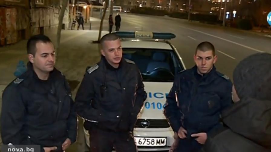 Полицаите, нападнати от младеж: Има инциденти