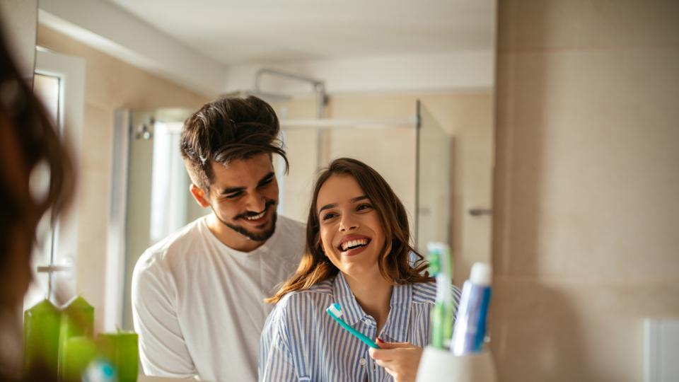 Защо един от трима души не си мие зъбите