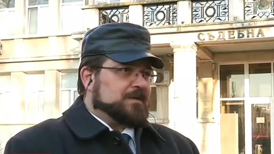 <p>Адвокатът на обвинения&nbsp;във Варна: Три шамара е имало</p>