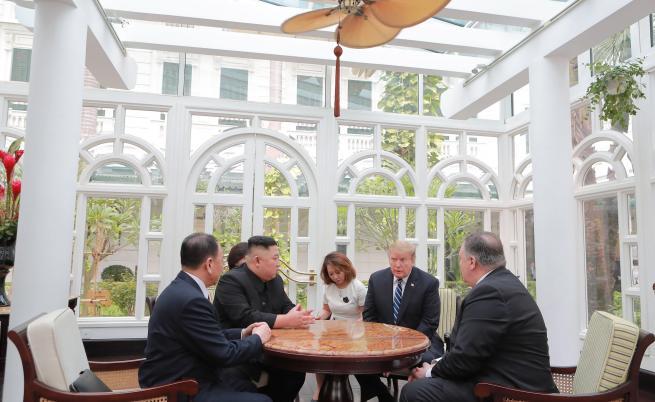 Необичаен Тръмп с Ким и кой излъга