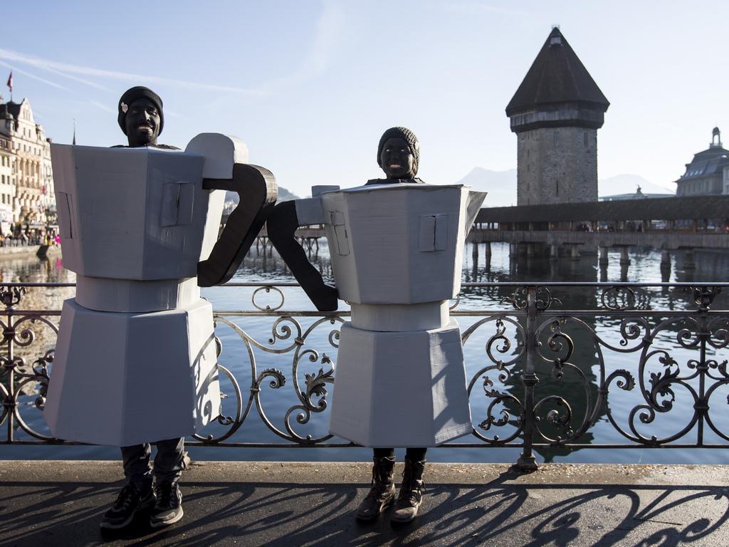 Кранавалът в Люцерн се чества от XV век насам и оттогава традицията не е нарушавана. Градът ще живее в ритъма на танците до 5-ти март.