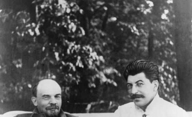 Голодоморът е част от политиката на Съветския съюз и Сталин за колективизация на земеделската собственост.