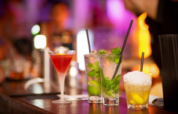 Коктейли в тренди бар и танци до зори