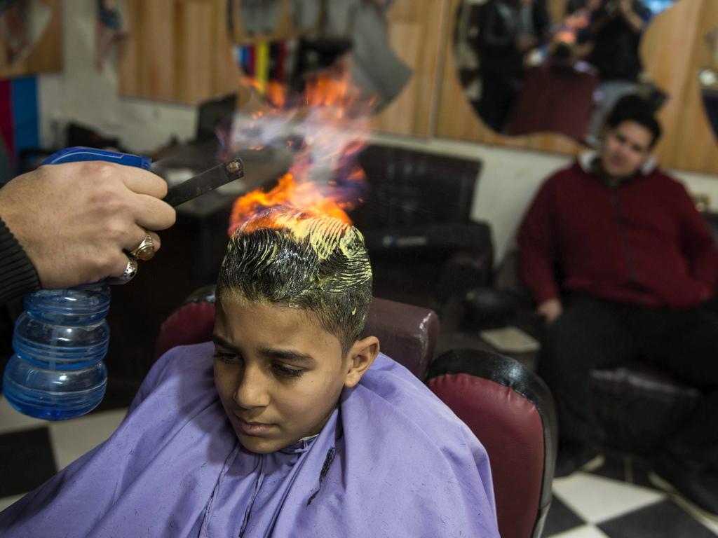 Преди две години той въвежда изправяне и оформяне на косата с огън, вдъхновен от видео на индийски бръснар със същата техника.