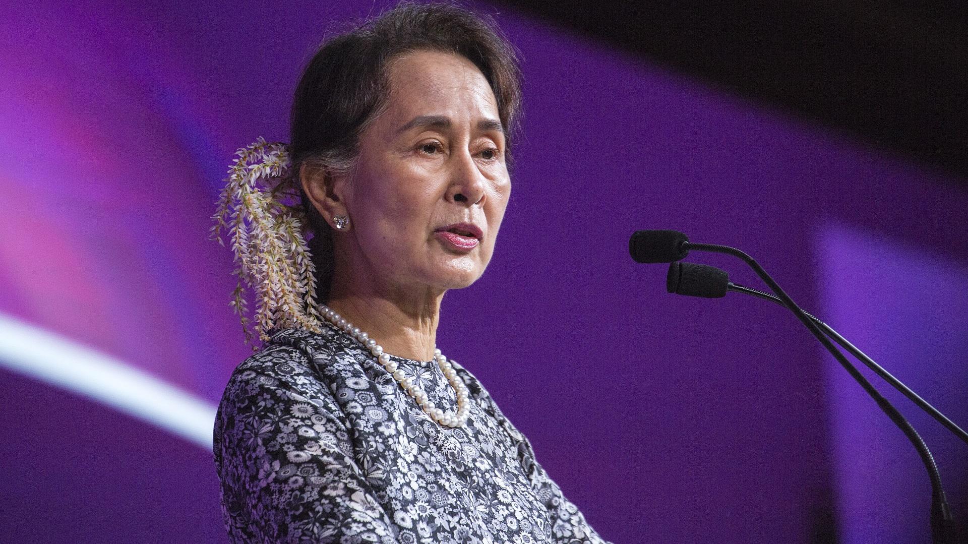 """Аун Сан Су Чжи: """"Никога не трябва да оставяш страховете ти да ти пречат, да правиш това, което знаеш, че е правилно""""."""