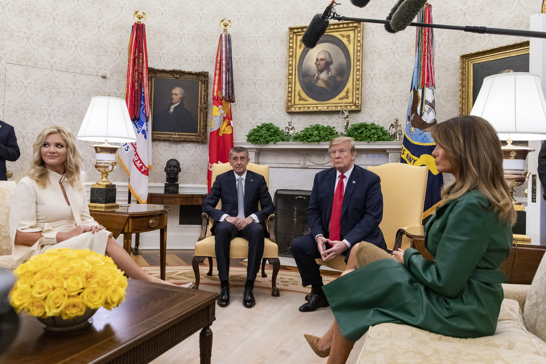Чешкият министър-председател Андрей Бабиш е на официално посещение в САЩ. Той е заедно със съпругата си Моника.