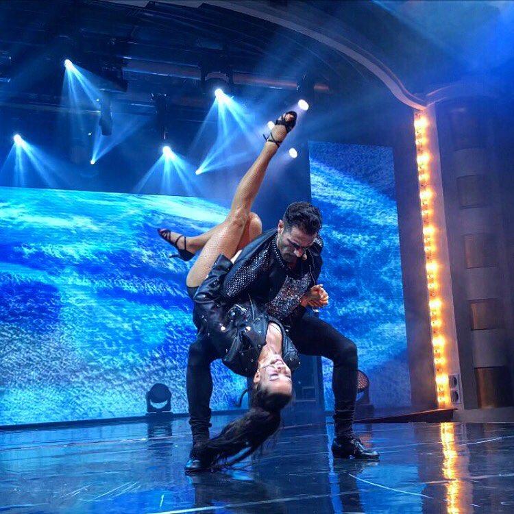 Коста Каракашян е участвал в редица състезания по спортни танци.