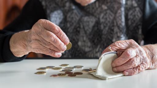 <p>От днес пенсиите се увеличават, вижте с колко</p>