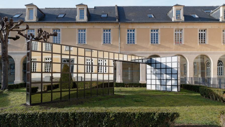 Арт инсталация на френския артист Уилфрид Алмендра
