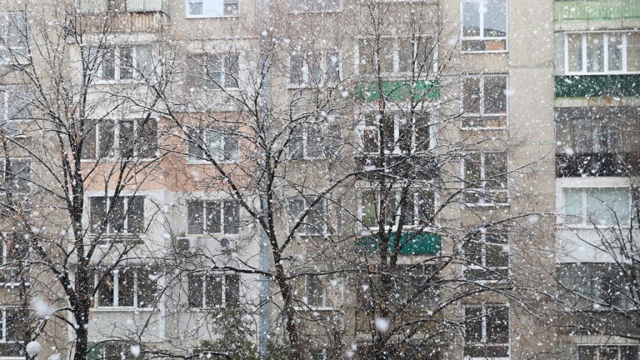 <p>Студ, сняг и дъжд обхващат България днес</p>