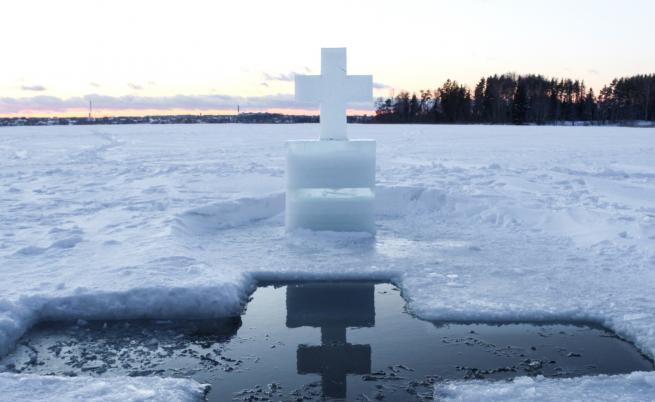Ледена църква, която изумява посетителите