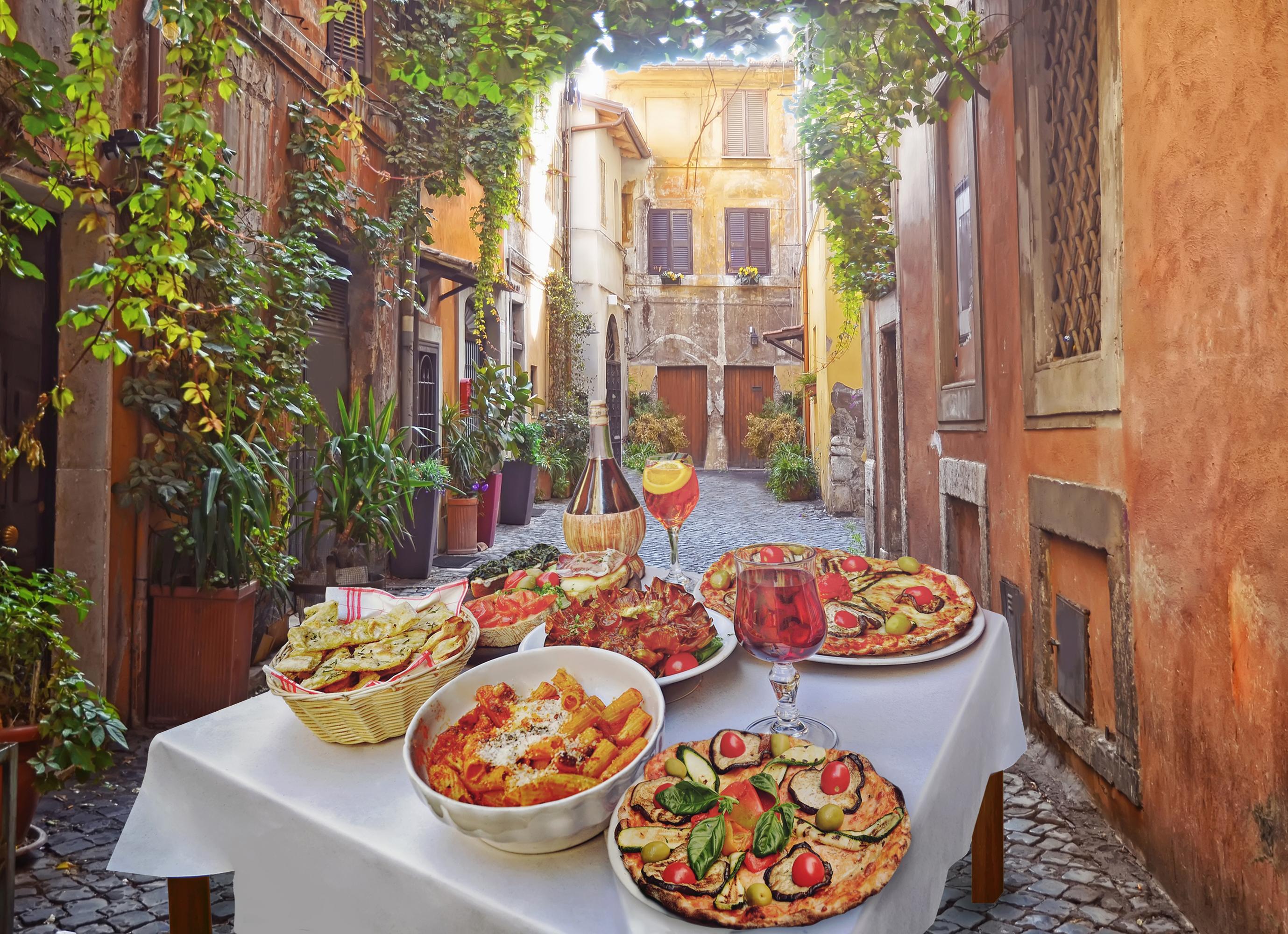 1.Италия<br /> <br /> Това може би не е изненада за никого, тъй като за италианската кухня се говори навсякъде. Тук няма смисъл да изброяваме какво си заслужава да опитате, защото в страната на пастата не съществува ястие, което да ви разочарова.