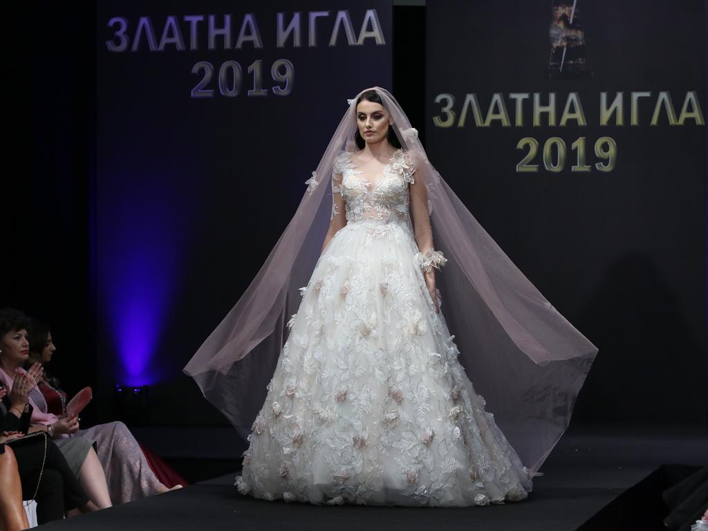 Модното дефиле организирано от Академията за мода