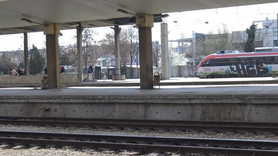 Намериха 27 нелегални мигранти във вагон в Пловдив