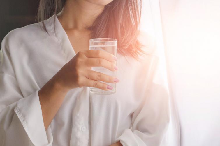 Ако във водата има изкуствени подсладители<br /> Ако искате да свалите килограми, със сигурност избягвайте да пиете вода с подсладители, защото те засилват апетита.