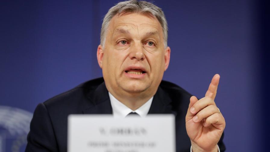 Орбан разкъса книга: Гейовете да оставят децата ни
