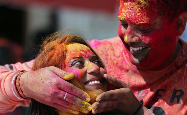 Холи - един от най-красивите празници в света (СНИМКИ)